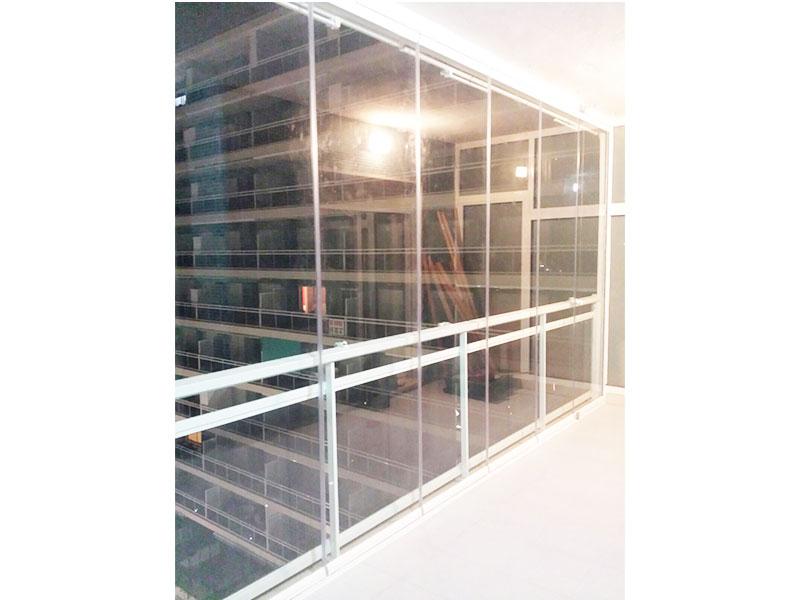 Cortina de vidrio B